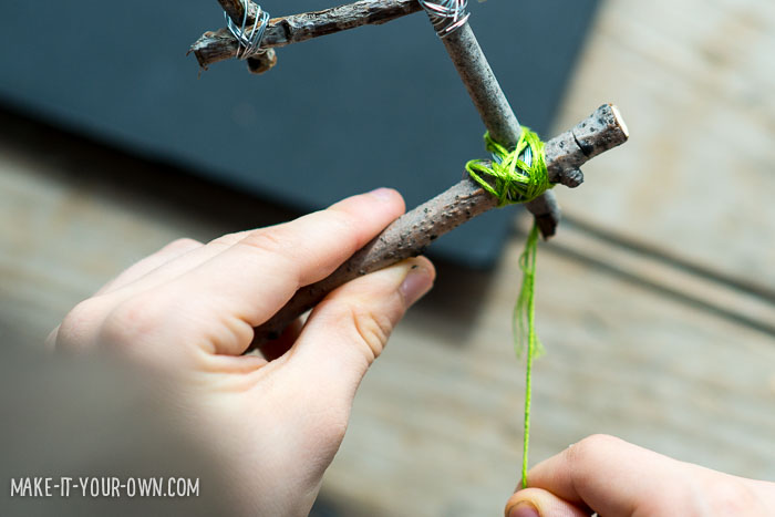 Friendship Twig Garland from make-it-your-own.com (Crafts & Activities for Kids)