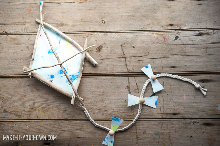 Kid-made Decorative Driftwood Kite from make-it-your-own.com (Crafts & activities for kids)
