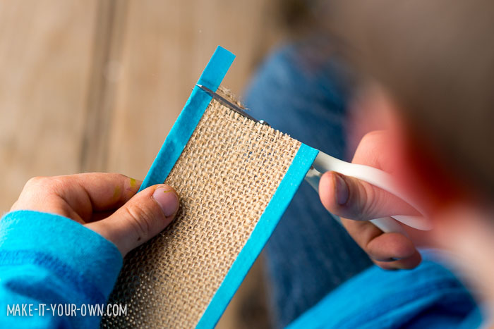 Sewn Burlap Bookmarks from make-it-your-own.com (Craft & activities for kids)