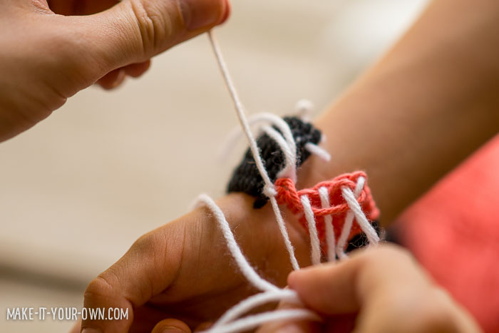 Woven Friendship Bracelet with make-it-your-own.com (Crafts and activities for kids!)