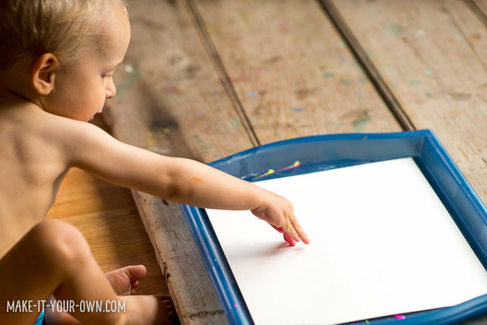 Toddler Tray Prints with make-it-your-own.com (Crafts & activities for kids!)