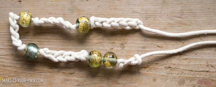 Rope (or yarn) Necklace from make-it-your-own.com (Crafts & activities for kids!)