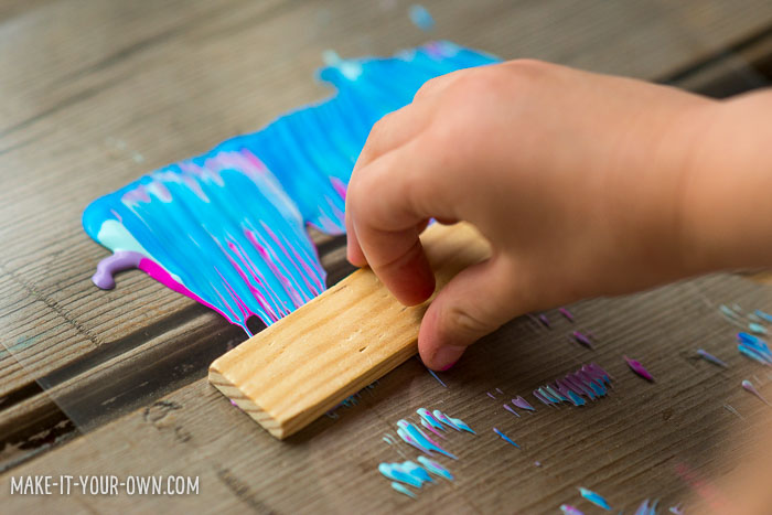 Comb Painting with make-it-your-own.com (Crafts & activities for kids!)