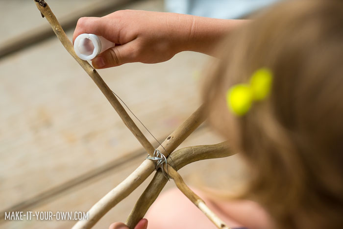 Invitation to Create: Driftwood & Yarn with make-it-your-own.com (Crafts & activities for kids)