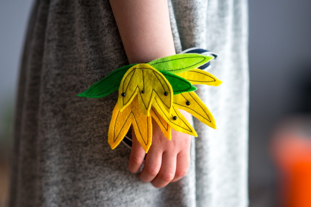 Nature-Inspired Felt Flower Wristlets with make-it-your-own.com (Crafts & activities for kids)