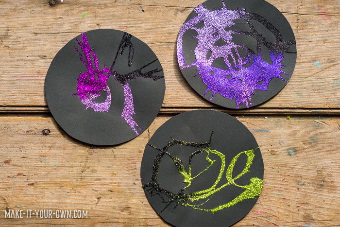 Glitter Spin Art with make-it-your-own.com (Crafts & activities for kids!)