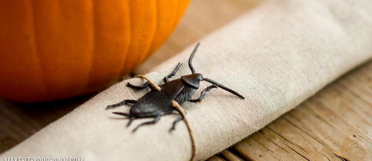 Bug Napkin Ties (Perfect for Halloween!) with make-it-your-own.com (Crafts & activities for kids)