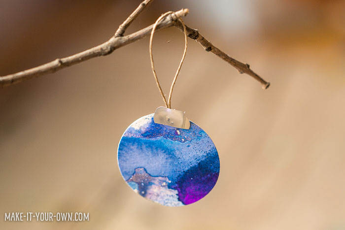 Glitter Glue Resist Ornament Cards with make-it-your-own.com (Creative activities for kids!)