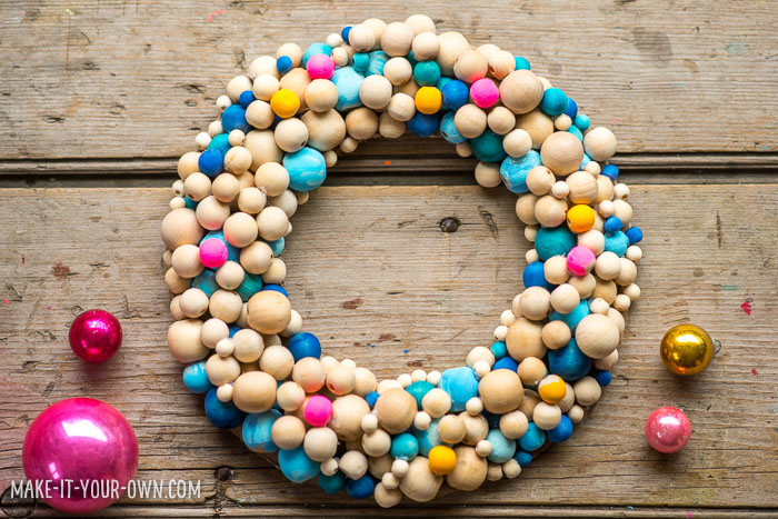 Beaded Winter Wreath with make-it-your-own.com (Crafts & activities for kids)