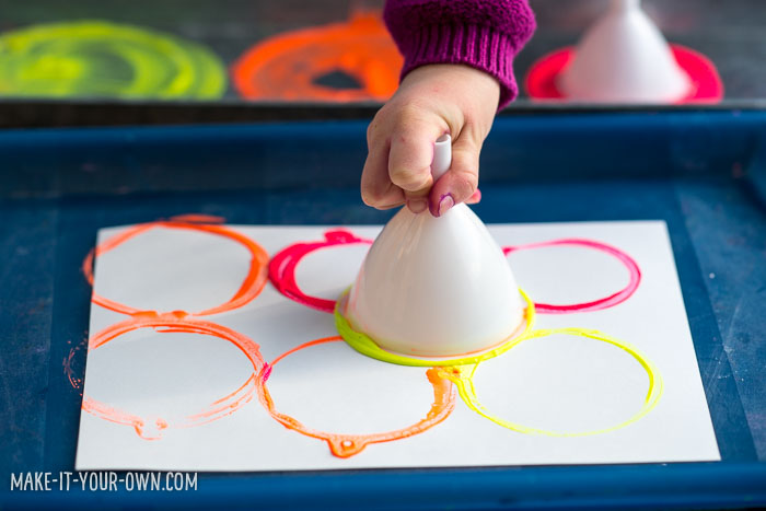 Funnel Painting with make-it-your-own.com (Creative activities for kids)