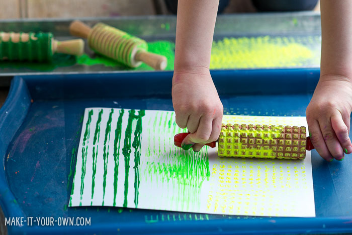 Roller Painting with make-it-your-own.com (Creative activities for kids)