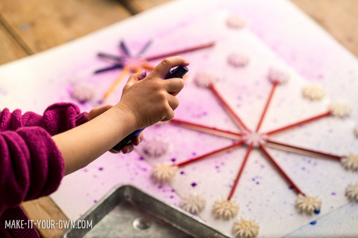 Sprayed Snowflakes with make-it-your-own.com (Creative activities for kids)