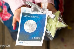 Make the Moon Valentine Card with make-it-your-own.com (Creative activities for kids!)