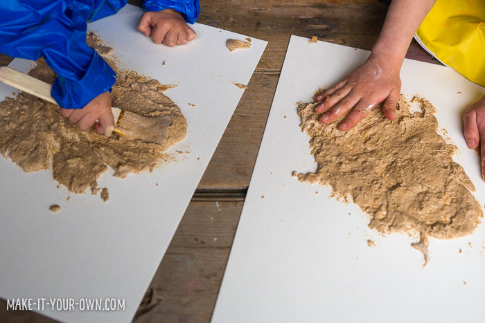 Mud painting with make-it-your-own.com (Creative activities for kids)  Use this easy mixture to make sandy paintings!
