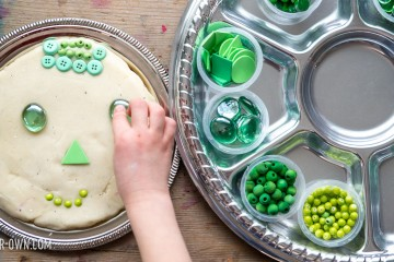Using our favourite recipe, we show you some ideas for creating with play dough and GOLD, GREEN & RAINBOW loose parts! This is a great open-ended activity for St. Patrick's Day!