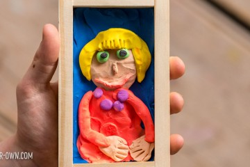 Plasticine Mother's Day Portraits. Children/students can create these portraits as a keepsake for Mom.
