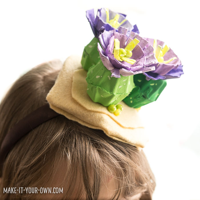 CACTI FASCINATOR: Re-use an egg carton to make this desert bloom!  Perfect for Hat Day at school or Earth Day!