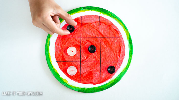 Create a Watermelon Tic Tac Toe game board for a birthday or summer party for your guests to play with or your friends to take home as a party favour!
