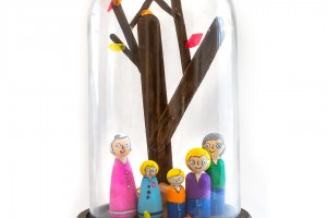 Make a Fall Tree with a set of peg dolls to go along with it- a beautiful family keepsake!
